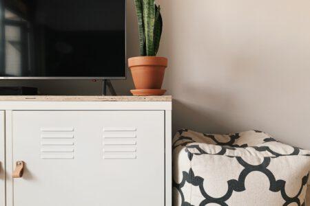 ikea tv meubel locker kast leren handgrepen