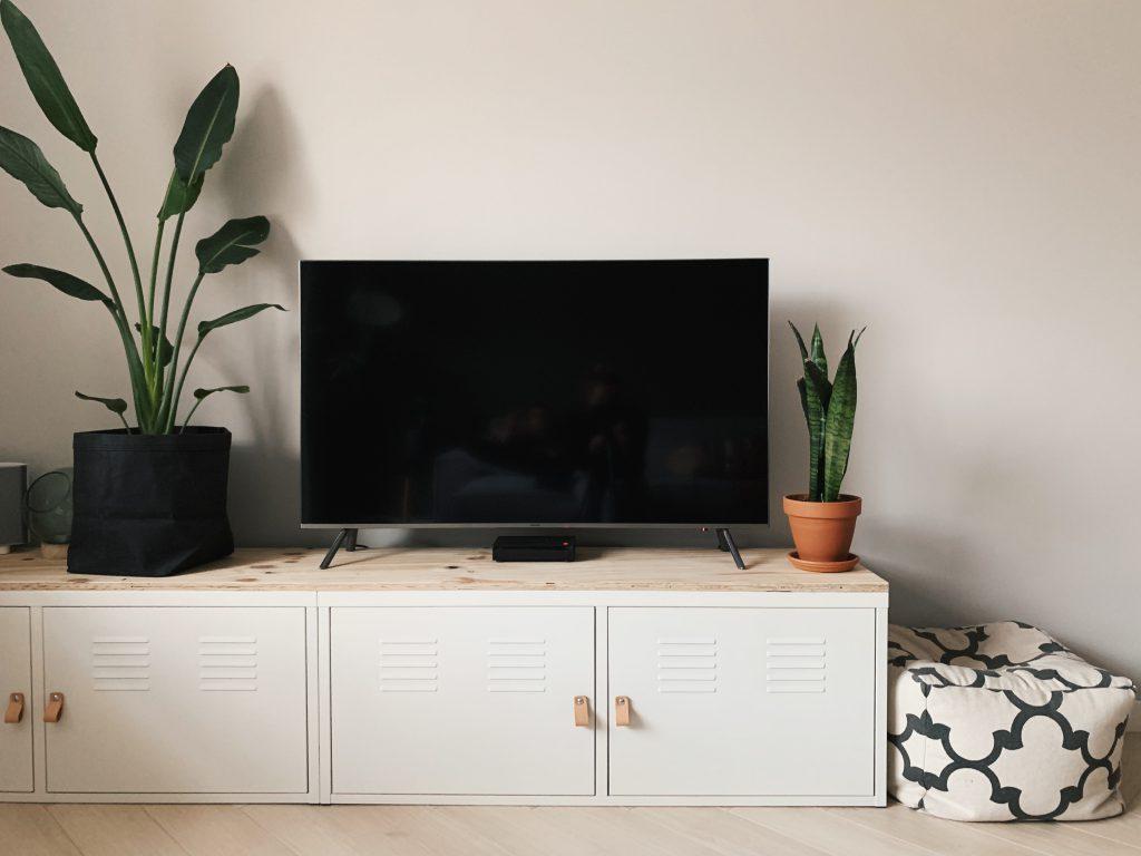 tv meubel ikea locker kast diy gestucte muur met histor verf damp