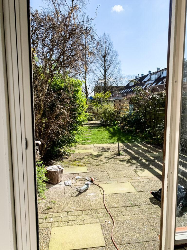 tuin aanzicht voor de renovatie